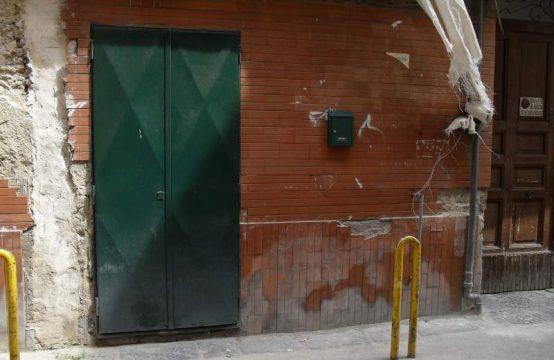 Locali con 3 accessi idonei anche ad uso agenzia Vico Pellegrini, Arzano – (NA)