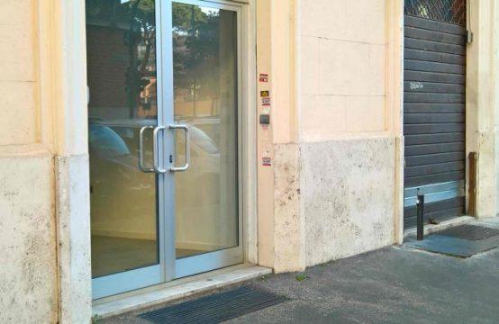 Privato affitta negozio Roma Prati Via Buccari, Roma – (RM)