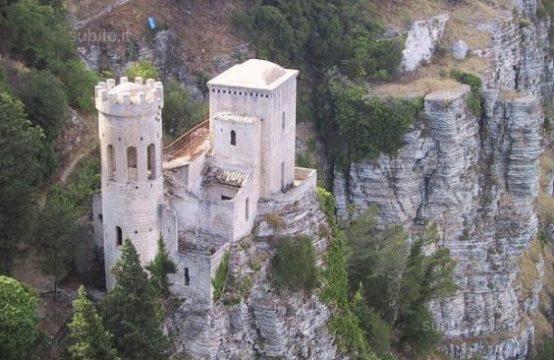 Erice vetta terreno panoramico veduta incantevole Piscina Apollinis, Erice – (TP)