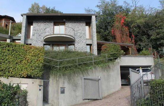 Vendesi splendida villa a Cernobbio sul lago di Como Via Gentrino, Cernobbio – (CO)
