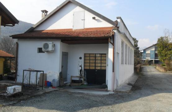 Luminoso Laboratorio/magazzino Via Vittorio Veneto, La Cassa – (TO)