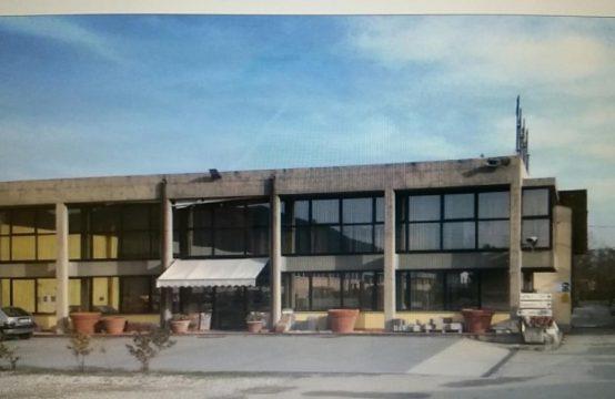 Affitto fondo comm.le negozio/poliambulatorio/ristorante Viale San Concordio, Pontetetto, Lucca – (LU)