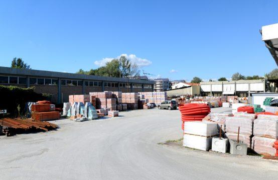 Fondo per la vendita di materiali edili pavimenti attrezzature.