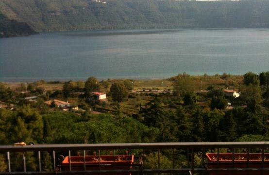 Castelgandolfo: appartamento superpanoramico tutto vista lago