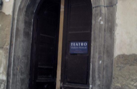 EDIFICIO CONSISTENTE IN PIANO TERRA E TRE ELEVAZIONI AL CENTRO STORICO DI CALTAGIRONE (CT)