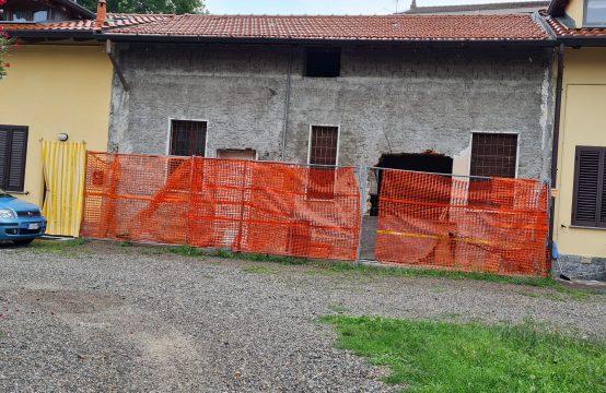 Vendesi casa indipendente a Rho con possibilità di ampliamento